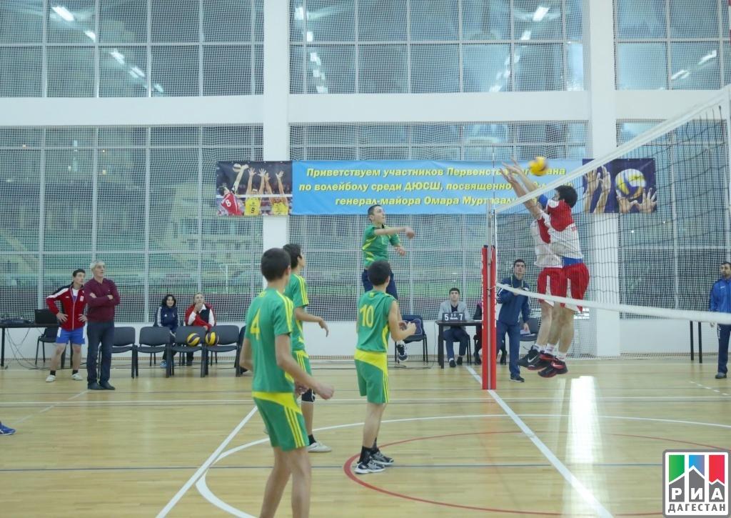 В спортзале дылымской гимназии казбековского района прошло первенство республики дагестан по волейболу среди юношей